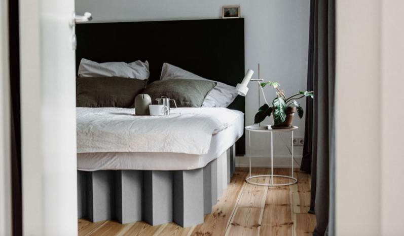 ROOM IN A BOX - Bett 2.0 in Kieselgrau